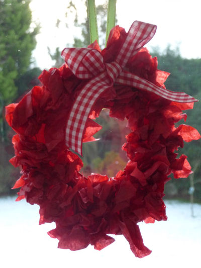 tissue paper wreath for kids to craft