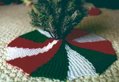 knitting pattern Christmas tree skirt