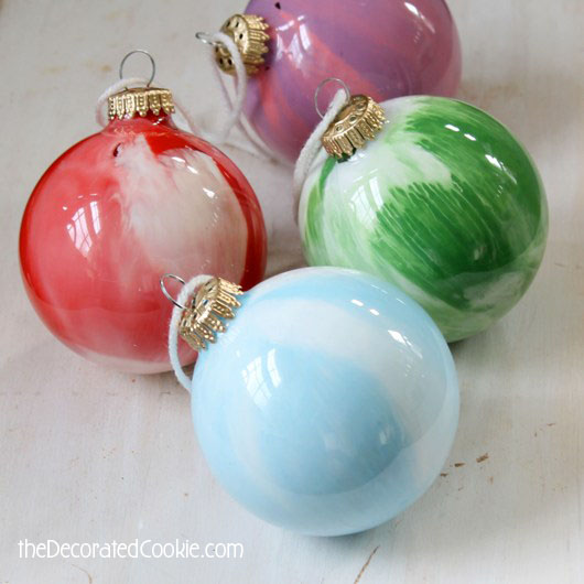 Christmas Decoration Crafts presents Christmas ornaments to craft