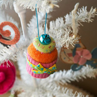 make cupcake ornaments from felt sweaters
